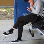 czekając na autobus