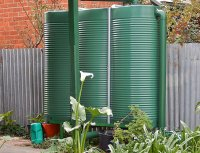 zielony zbiornik na deszczówkę